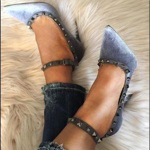 Shoes - Beautiful grey velvet pointed heel